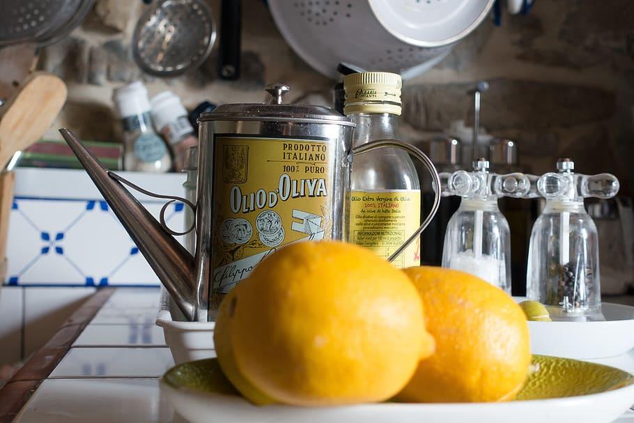 Exprime un Limón en una cucharada de aceite y disfruta de sus bondades.